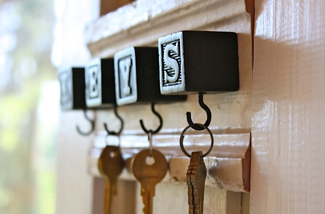 hang keys on wall