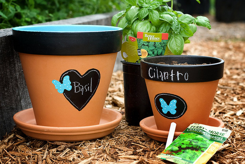 how to decorate plastic flower pots