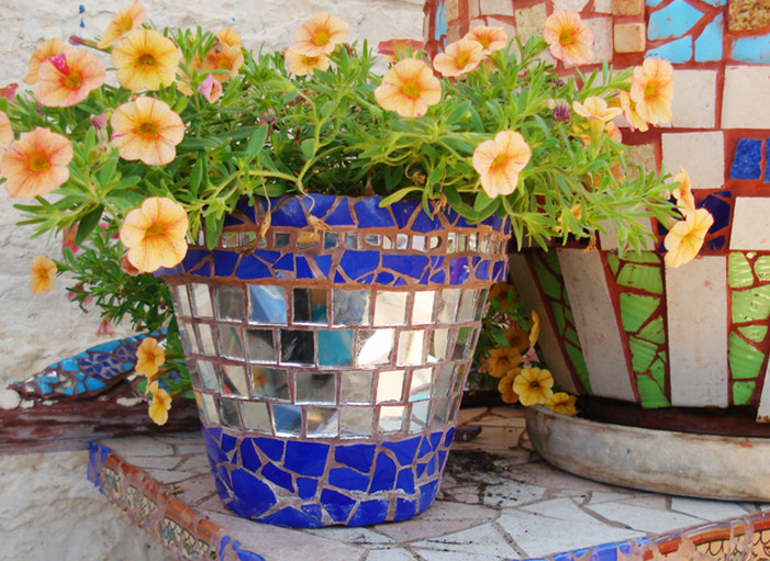 ideas for decorating plastic flower pots