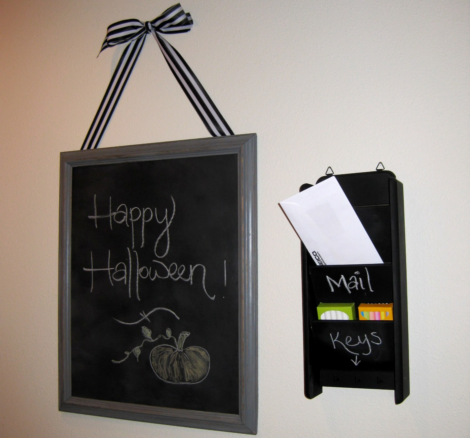 Follow chalkboard key holder ideas