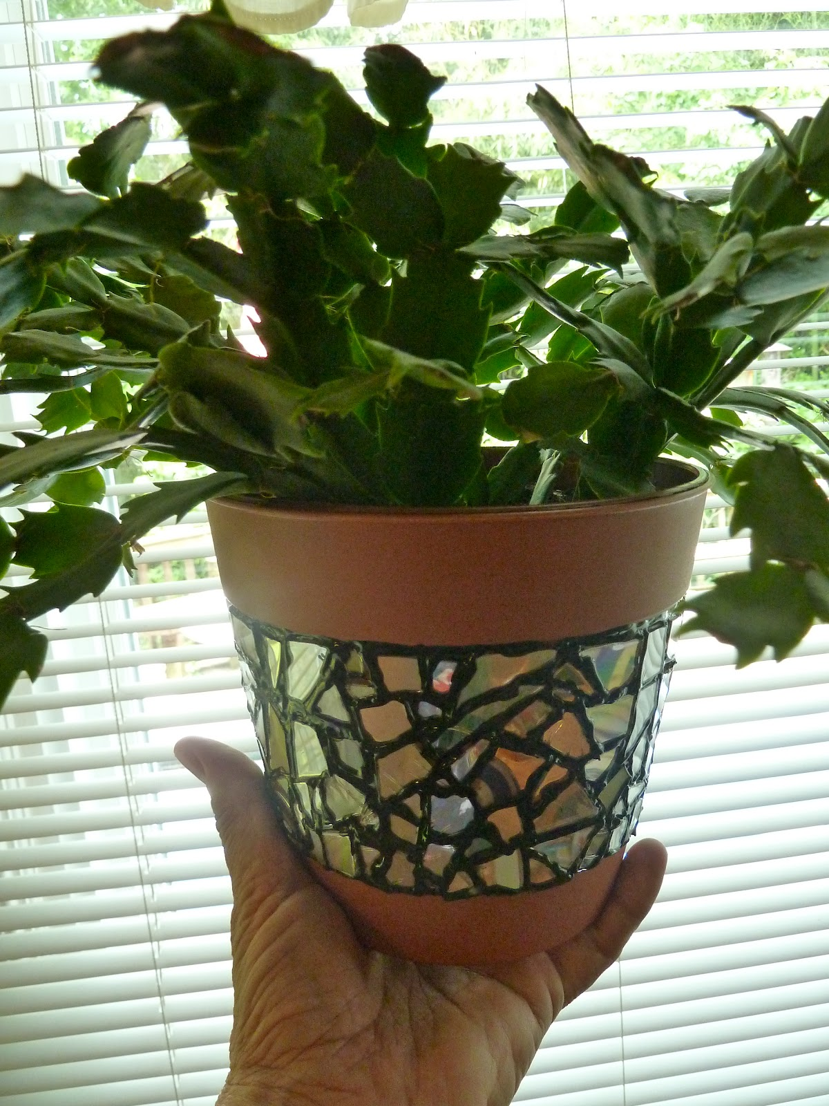 Recycled CD Mosaic flower pot crafts