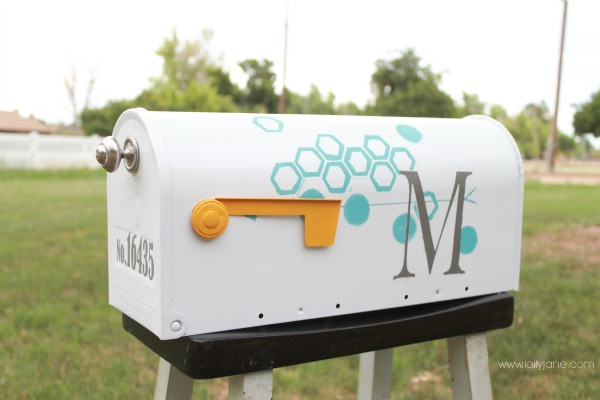 diy mailbox makeover with paint and tape