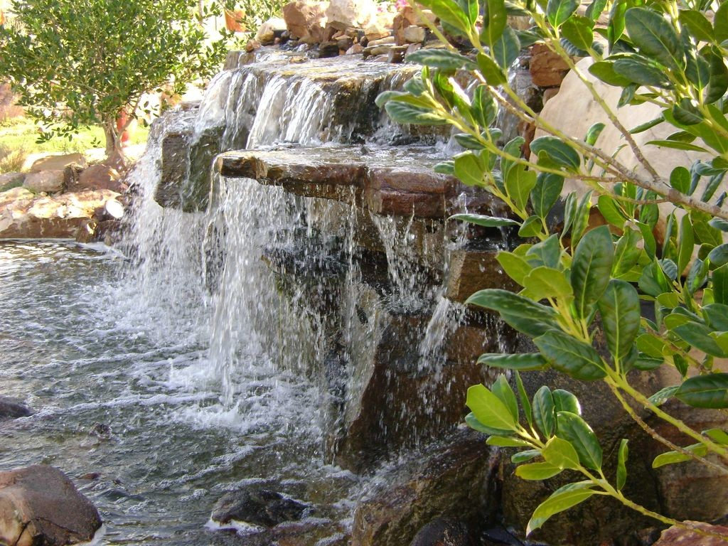 Outdoor home garden water interior design ideas for Backyard water feature
